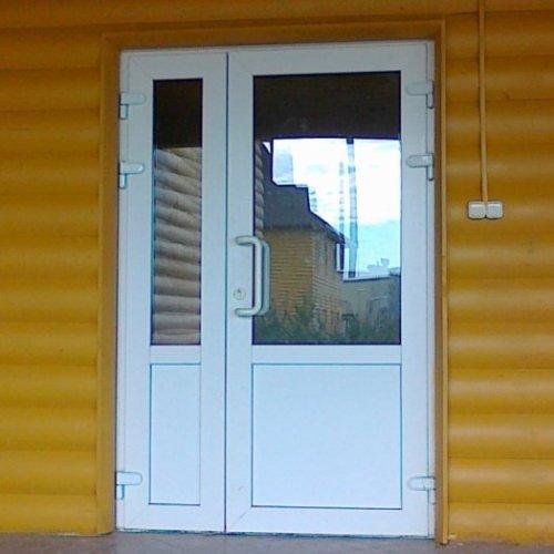 Стоит ли устанавливать пластиковые двери на даче?