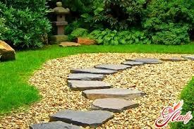 дорожка в саду из камня