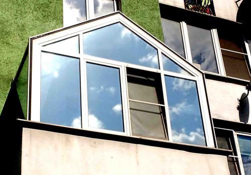 Как правильно наклеивать пленку на окна?